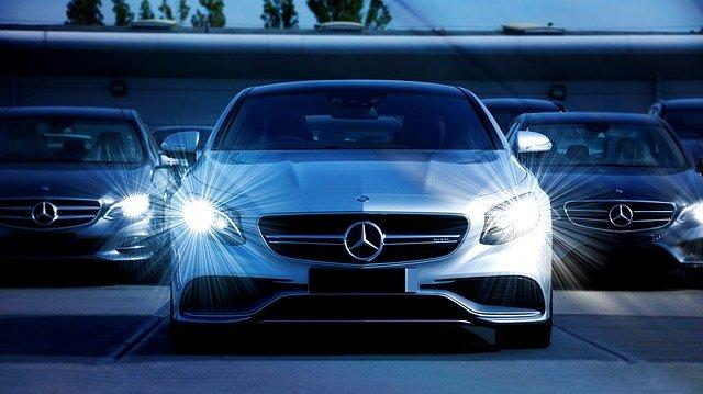 Véhicule Mercedes de la Centrale de Chauffeurs.