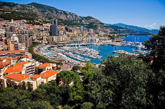 Se rendre à Monaco avec un chauffeur VTC.