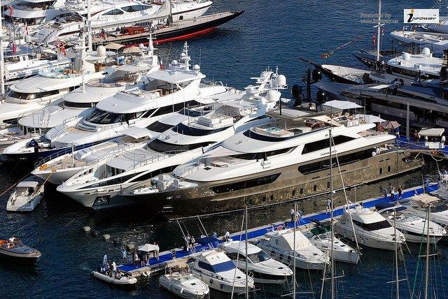 Exposition de yachts au Monaco Yacht Show.