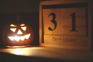 Citrouille d'Halloween éclairée.