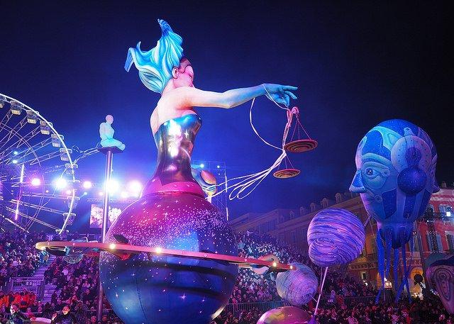 Défilé du corso pendant le carnaval de Nice.